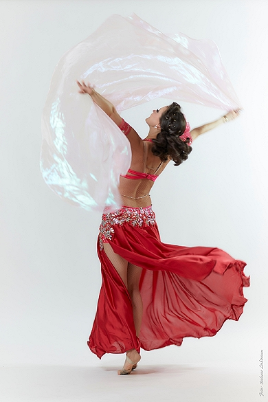 Bauchtänzerin Hanan Kadur im Tanz